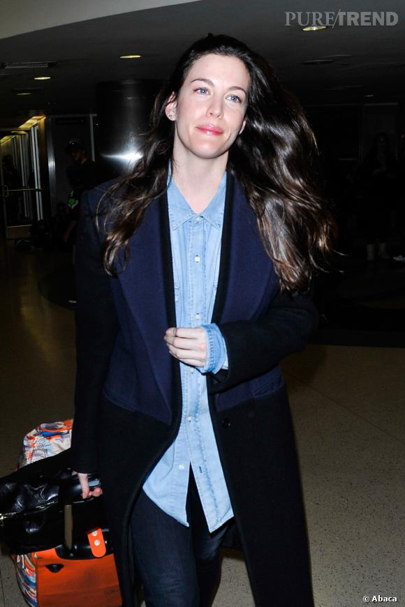 Liv Tyler, sublime sans make-up et même après quelques heures de vol.