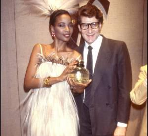 Mounia, à l'époque où elle défilait pour Yves Saint Laurent, en 1983.
