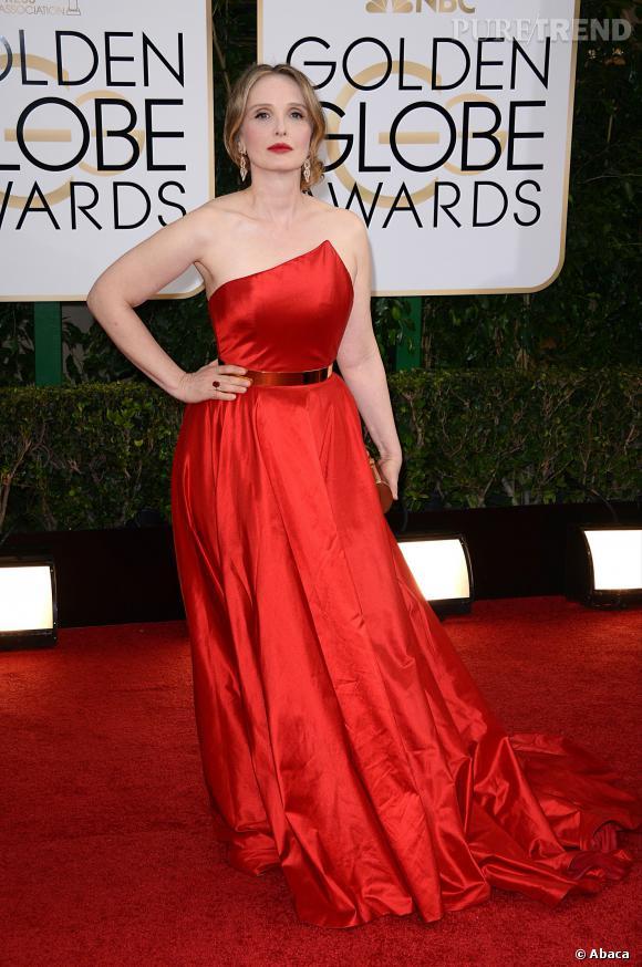"""Le top """"frenchy en robe rouge"""" :  Julie Delpy sort le grand jeu, elle est divine."""