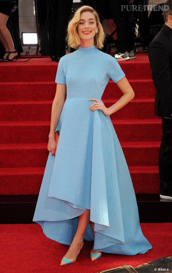 """Le top """"robe à manches"""" :  Caitlin Fitzgerald est délicieuse dans sa robe pastel asymétrique."""