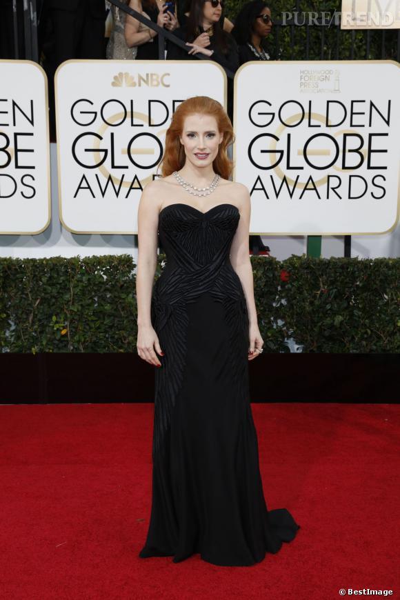 """Le flop """"robe noire"""" :  pas assez flatteuse, cette pièce un peu trop loose sur Jessica Chastain manque son effet. Dommage l'actrice nous avait habitués à mieux."""