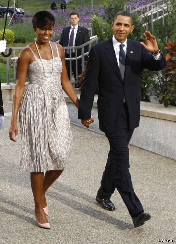 Michelle Obama en petite robe imprimée.