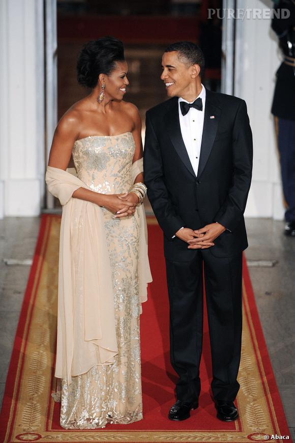 Michelle Obama en sublime robe longue bustier.