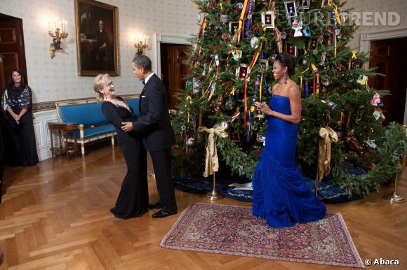 Michelle Obama en très longue robe bleu Klein.
