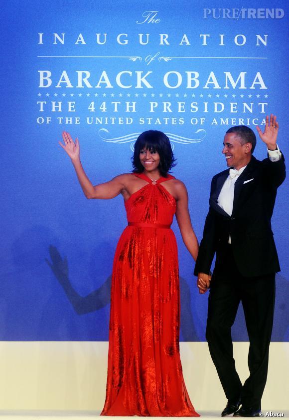 Michelle Obama en longue robe rouge signée Jason Wu lors du bal célébrant l'investiture de Barack Obama le 21 janvier 2013. Il s'agit du deuxième mandat pour le Président.