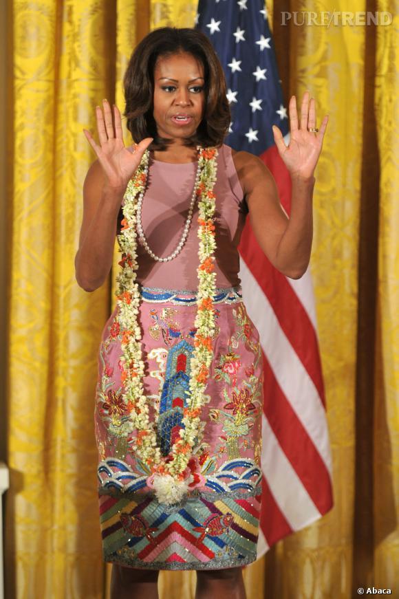 Michelle Obama et son originale robe colorée et brodée.