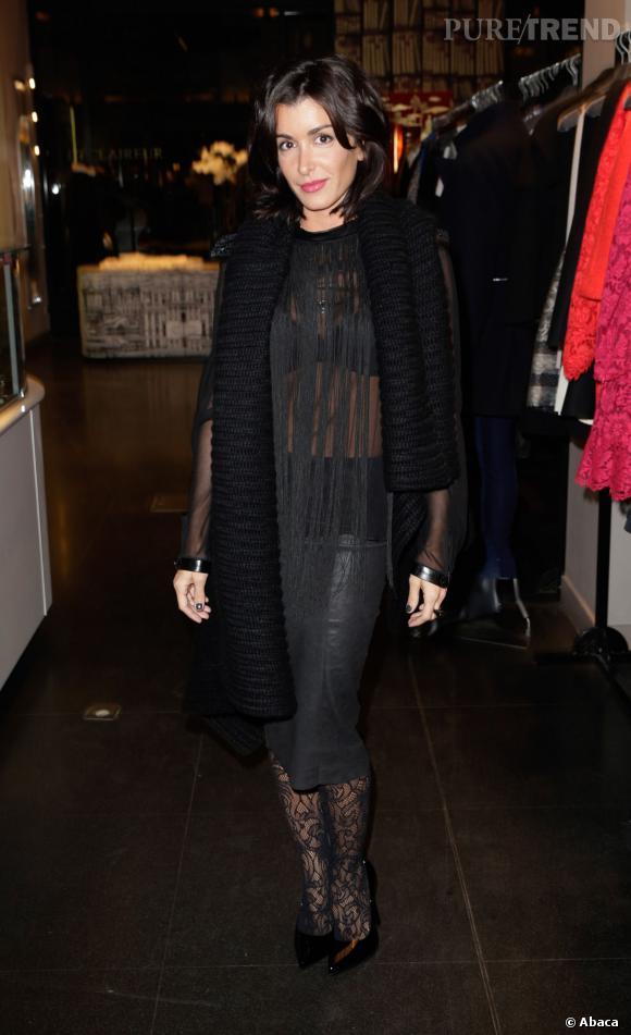 Jenifer aime la transparence et le prouve avec cette robe ou cet ensemble jupe et top faits de fils.