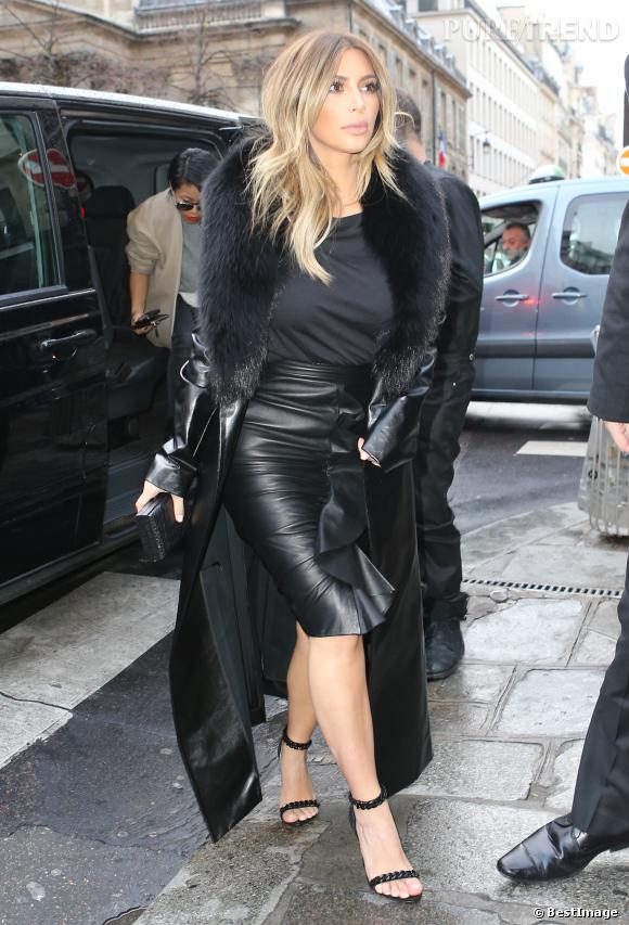 Kim Kardashian fait son shopping à Paris chez Tom Ford.