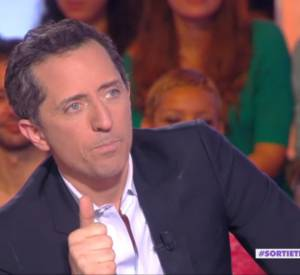 Après plusieurs gages et imitations, l'humoriste a assisté à une imitation de Coco par Thierry Moreau.