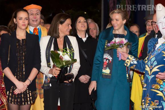Pauline Ducruet, la Princesse Stephanie de Monaco et la Princesse Charlene de Monaco aux clowns d'Or pendant le 38ème Festival du cirque de Monte-Carlo.