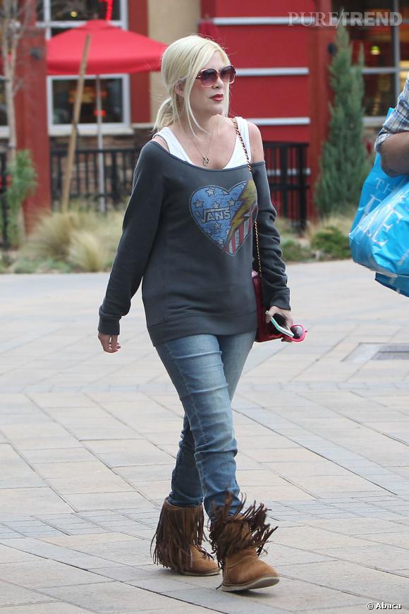 Tori Spelling n'ose pas encore les robes moulantes en février 2013.