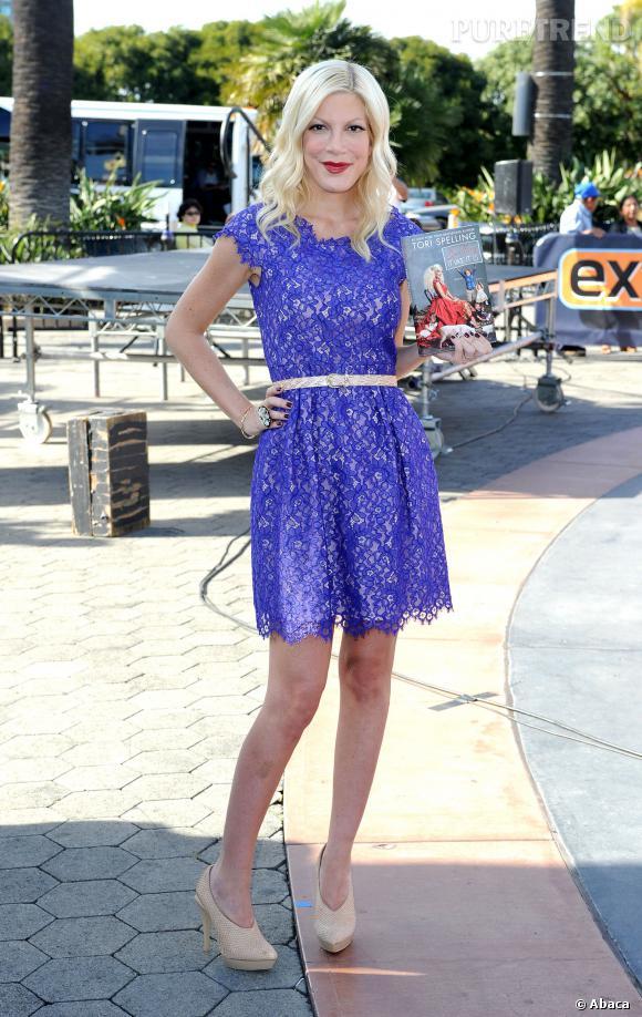 Tori Spelling n'hésite plus à porter des minirobes à la fin de l'année 2013.
