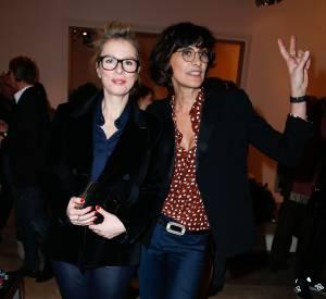 """Karin Viard et Inès de la Fressange, une bonne dose de bonne heure au lancement du livre """"Le Paris du Tout-Paris"""" d'Alexandra Senes chez Roger Vivier."""