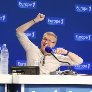 """Laurent Ruquier, animateur phare d'Europe 1 ne se laisse pas abattre devant ses audiences en baisse pour """"L'émission pour tous"""" sur France 2."""