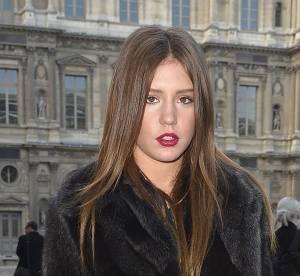 Adèle Exarchopoulos, femme fatale toute en jambes chez Louis Vuitton