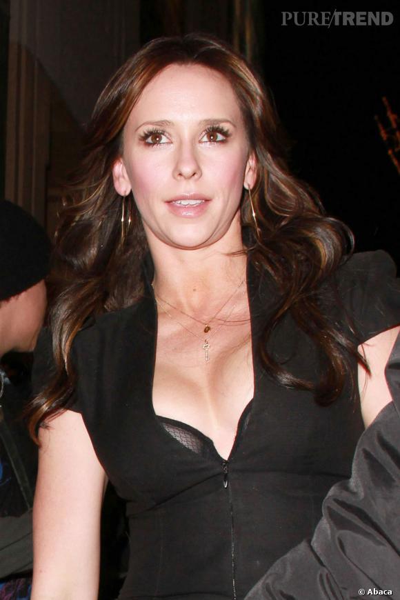 Jennifer Love Hewitt en petite robe noire, oui mais sexy !