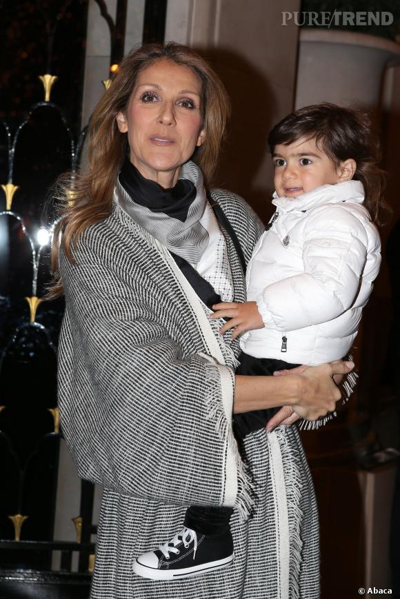 Céline Dion et un de ses petits jumeaux, nés en 2010.