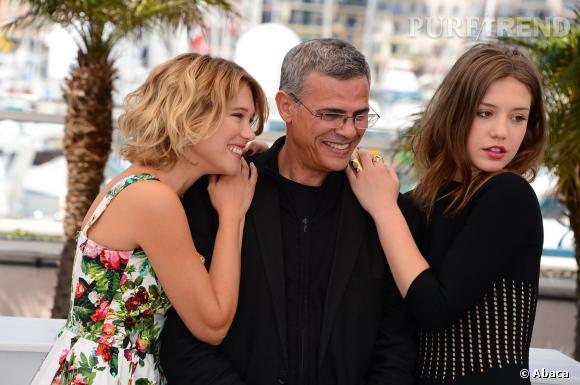 Abdellatif Kechiche entouré de ses acrices Léa Seydoux et Adèle Exarchopoulos lors du Festival de Cannes en 2013.