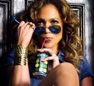 Jennifer Lopez devient la chanteuse pleine aux as qui s'entoure de beaux gosses...