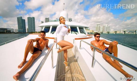 """Dans son nouveau clip """"I Luh Ya PaPi"""", Jennifer Lopez décide d'inverser les rôles et de s'offrir des toy boys séduisants."""