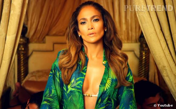"""Fini le rappeur entouré de tops models dénudées au lit ! Jennifer Lopez inverse les rôles dans son nouveau clip """"I Luh Ya PaPi""""."""