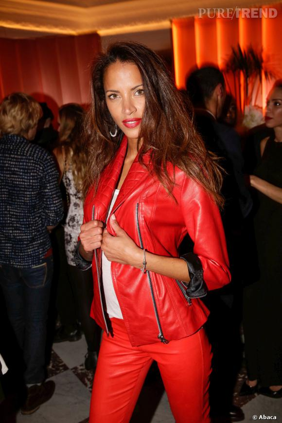 Noémie Lenoir, ultra sexy en total look cuir rouge pour la soirée de l'hôtel Vernet, jeudi 20 mars 2014.