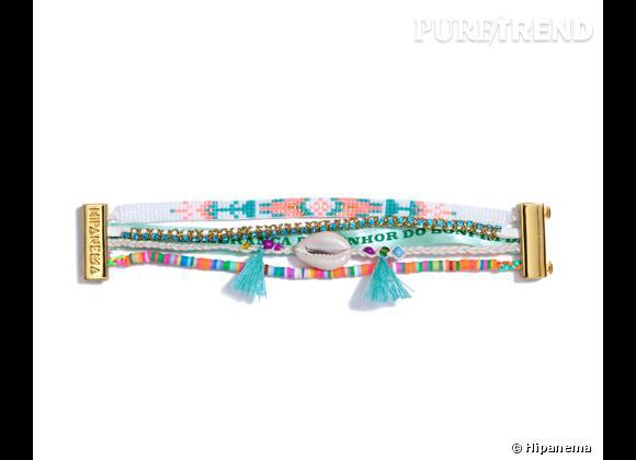 """Hipanema    Manchette """"Wave"""" en coton, acrylique, coquillage, perles de verre, luxex et divers éléments en metal plaqué, 39€."""