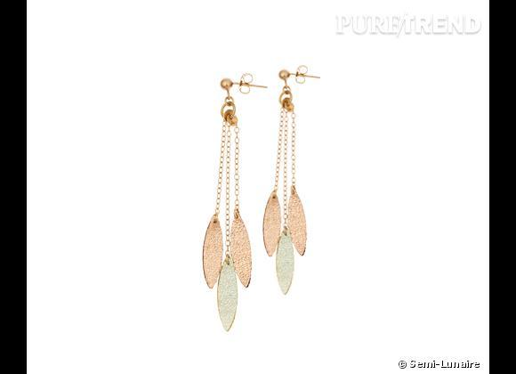"""Semi-Lunaire    Boucles d'oreilles """"Plumes"""" en cuir et laiton doré à l'or fin, 30€."""