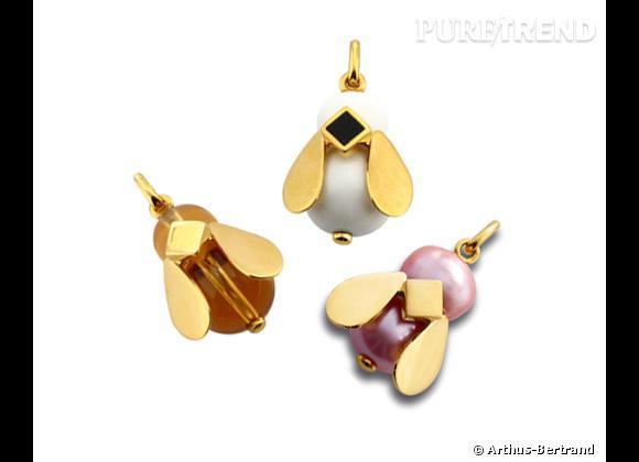"""Arthus-Bertrand     Pendentifs """"Beedule"""" en vermeil, cytrine, agate, onyx et perle rose, à partir de 155€."""