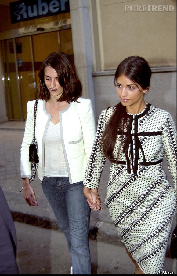 Penelope Cruz et sa soeur Monica en 2003.