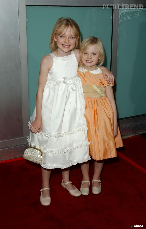 """Dakota Fanning et Elle Fanning à l'avant-première de """"Uptown Girls"""" à Los Angeles en 2003."""