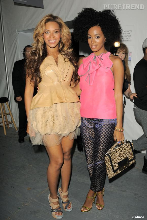 Beyoncé et Solange Knowles lors d'un défilé Vera Wang en 2011.