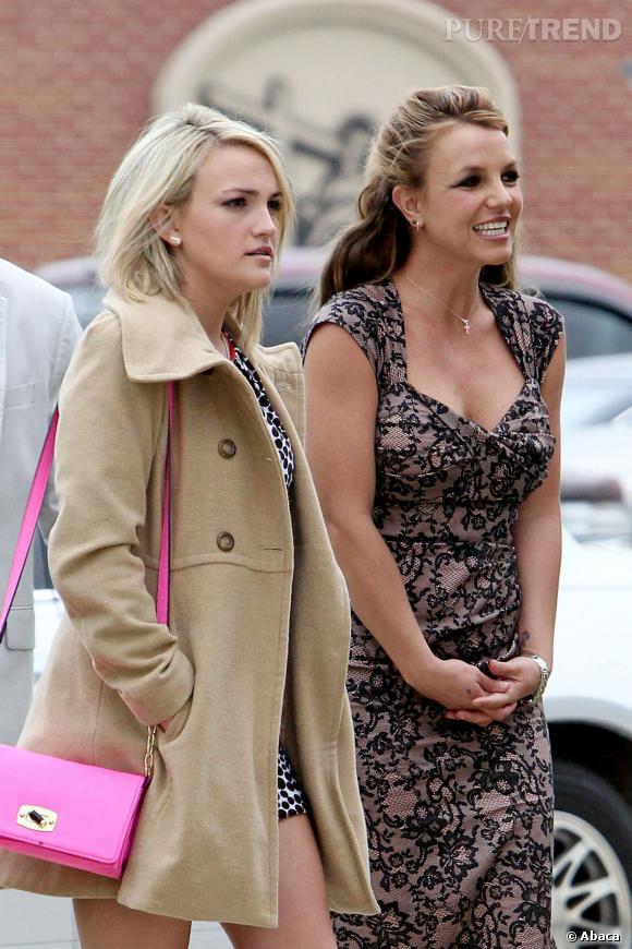 Britney Spears et sa soeur Jamie Lynn Spears à la sortie de l'église en mars 2013.