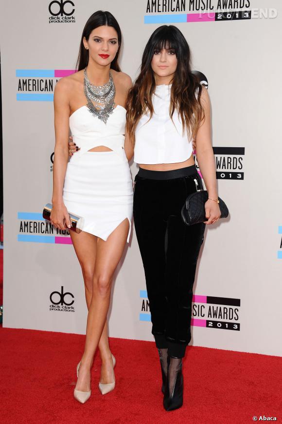 Kendall et Kylie Jenner lors des American Music Awards 2013.