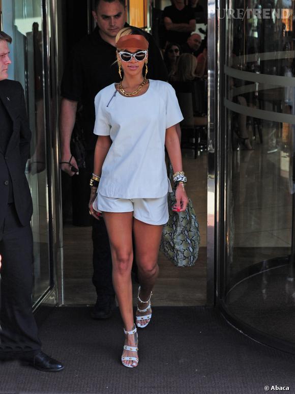 """Rihanna et son look """"revival 80's"""" à Londres en juin 2013."""