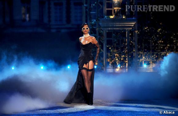 Rihanna, couronnée icône mode par les CFDA Awards 2014.