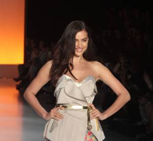 Irina Shayk : loin de Ronaldo, elle enflamme la Fashion Week de Sao Paulo