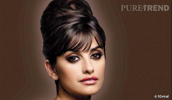 Pour la team l'Oréal, Penelope a tout fait depuis 2006. Fond de teint, parfums, rouge à lèvres, mascara, Penelope est l'égérie idéale. Ici avec son chignon parfait pour la pub Elnett.