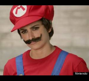 Pour le spot Nintendo, Penelope se déguise en mario Bros en 2012, trop cool cette fille!