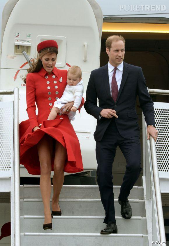 Kate Middleton arrive avec son baby George et le Prince William en Nouvelle Zélande.