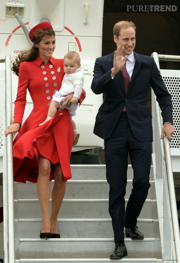 Kate Middleton, sexy pour son arrivée en Nouvelle-Zélande au côté du Prince William et Baby George.