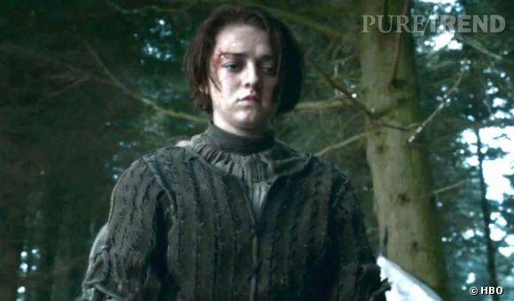 Arya Stark grandit d'un coup lors de la fin de la saison 3 et le début de la saison 4.