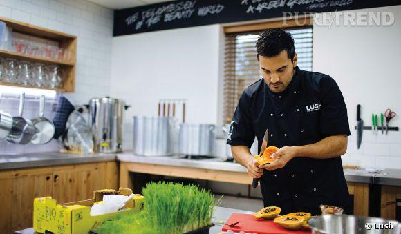 Chaque jour, vous pourrez observer en live les coulisses de l'élaboration des produits de la marque grâce à la Lush Kitchen.
