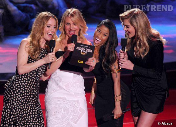 """Kate Upton et le casting de """"Triple Alliance"""" aux MTV Vidéo Awards."""