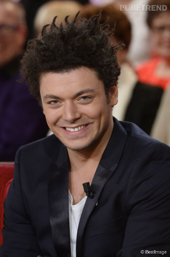 Kev Adams : son atout séduction ? Ses cheveux !