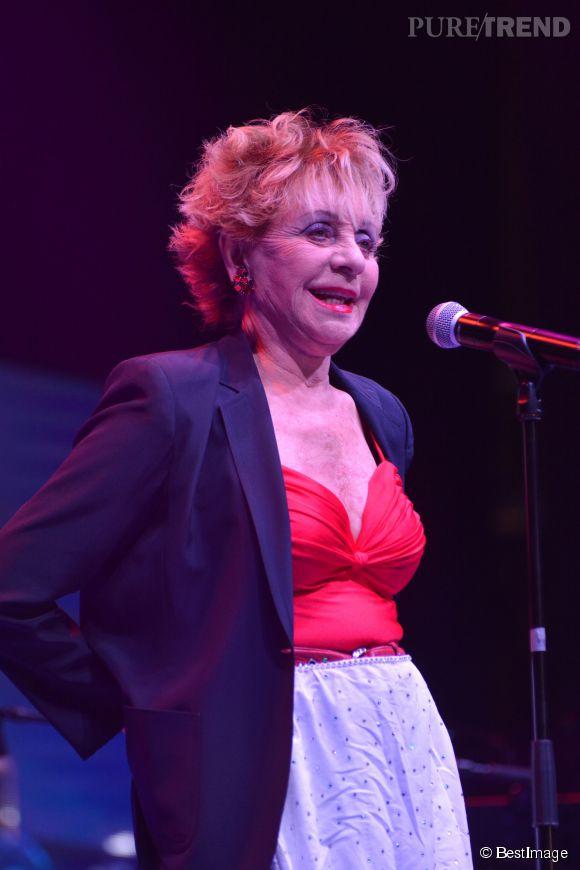 Annie Cordy sur la scène du spectacle Cabaret Stars à Mons en décembre 2013.