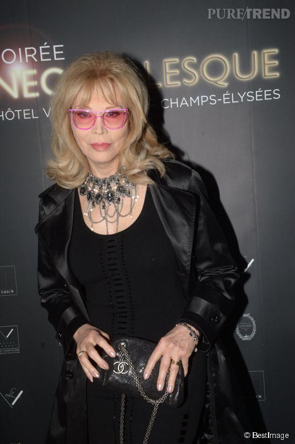 Amanda Lear lors de la soirée Néo Burlesque à l'hôtel Vernet à Paris le 20 mars 2014.