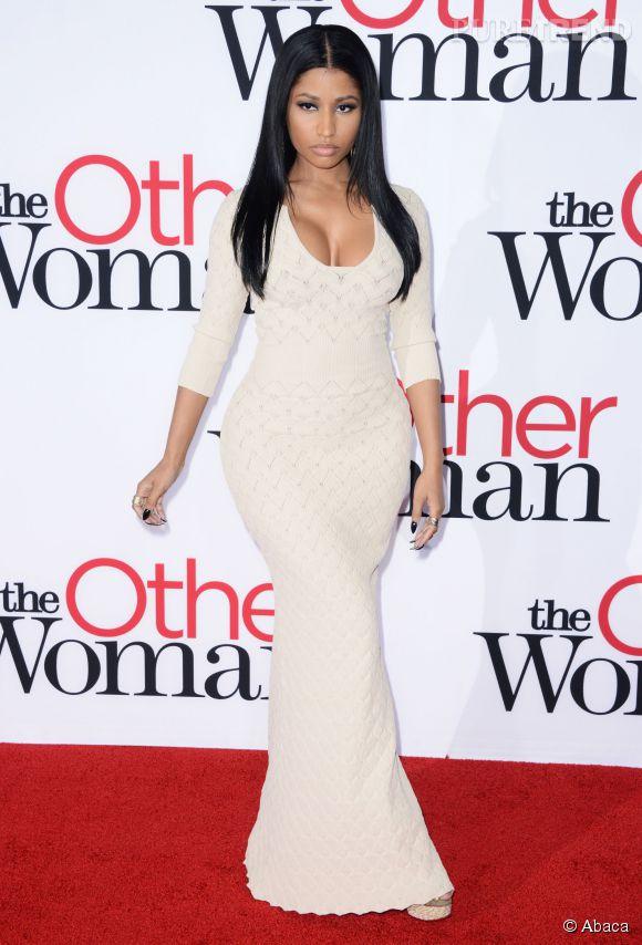 """Nicki Minaj opte pour un look très soft le 21 avril 2014 lors de la première de """"Triple Alliance"""" à Los Angele."""