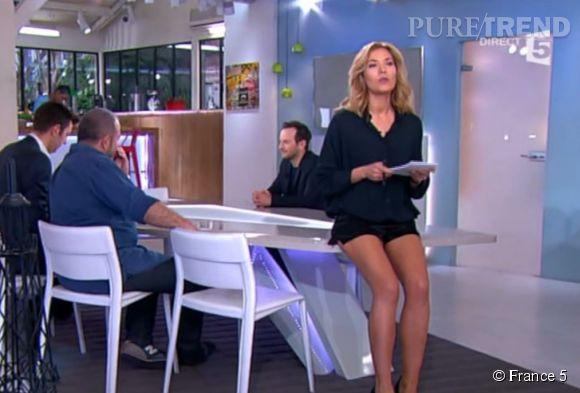 """Claire Barsacq et ses jolies jambes dans """"C à vous""""."""