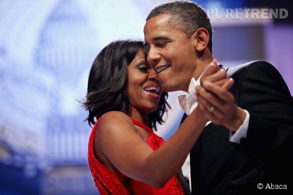 """Michelle et Barack Obama Mariés depuis 21 ans (en 1992), ils n'ont peut-être pas eu la demande la plus exatravagante mais peut-être la plus mignonne. Alors que le couple se disputait en plein repas et que Barack se faisait remonter les bretelles pour son manque d'engagement, le dessert est arrivé et avec lui une bague de fiançailles. Le futur Président aurait alors dit à Michelle """"Tu ne sais plus quoi dire n'est-ce pas ?"""